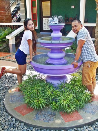 Purple Fountain  Inn : the purple fountain itself