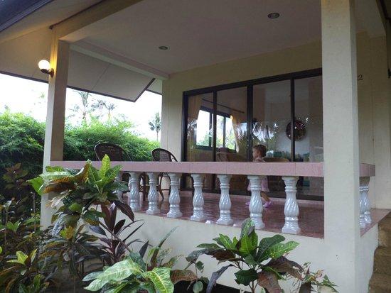 Chor Chang Villa Resort: Веранда