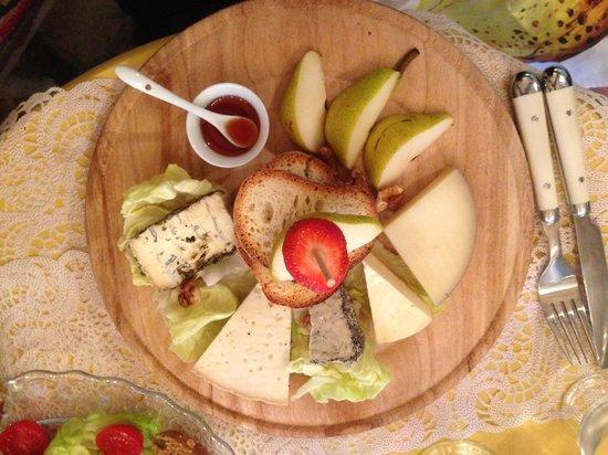 MINT cucina fresca: Cheese board at Mint in Polignano a Mare
