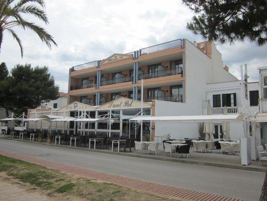 Hotel Restaurant Sant Pol: Front of hotel