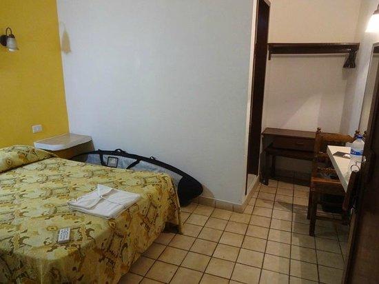 hotel cervantino: Room 9