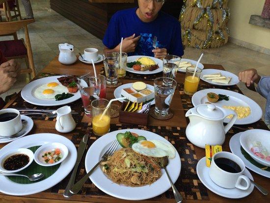 Komaneka at Bisma: breakfast
