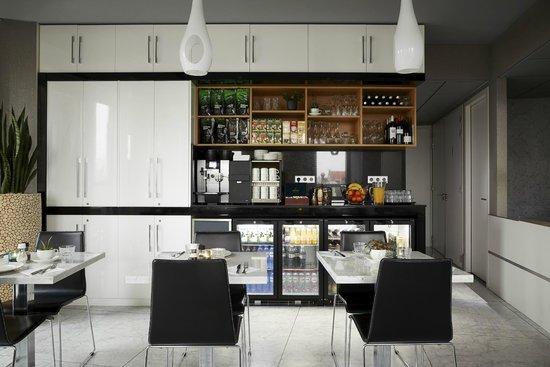 Amadi Park Hotel: Breakfast Room