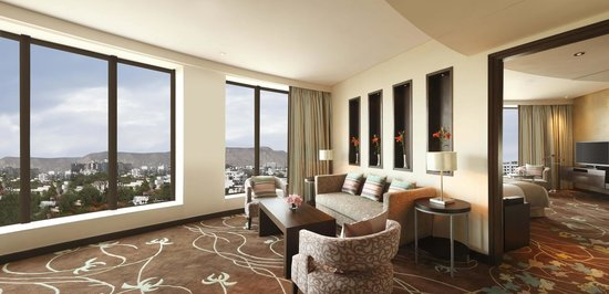 Great Hilton Jaipur: Hilton Suite  Living Room, Extended Living Spaces
