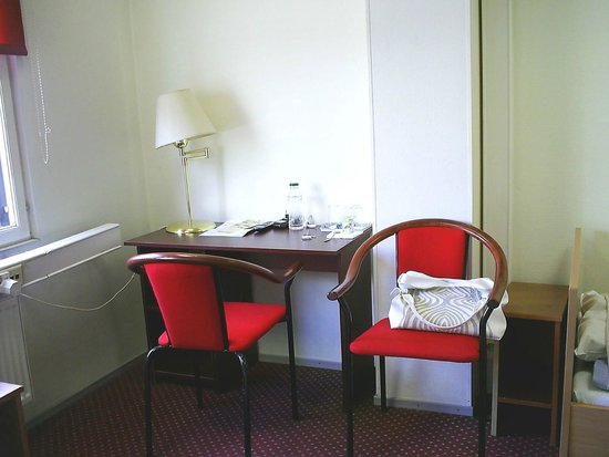 Center Hotel: стол