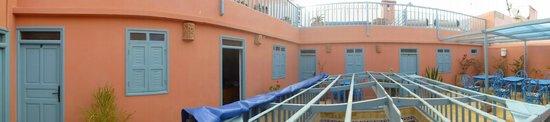 Hotel Les Matins Bleus : terrasse