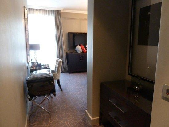 Queen Victoria Hotel : room