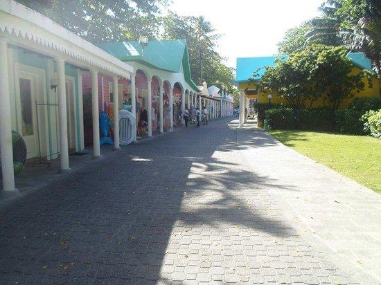 ClubHotel Riu Bachata : petite rue de boutiques