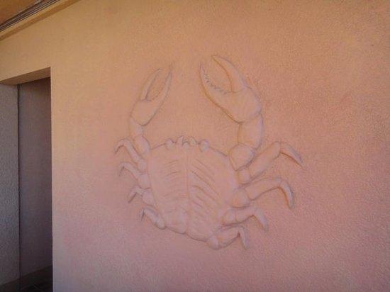 Spindrift Hotel: crab mural