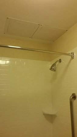Fairfield Inn & Suites Jefferson City : Bathroom