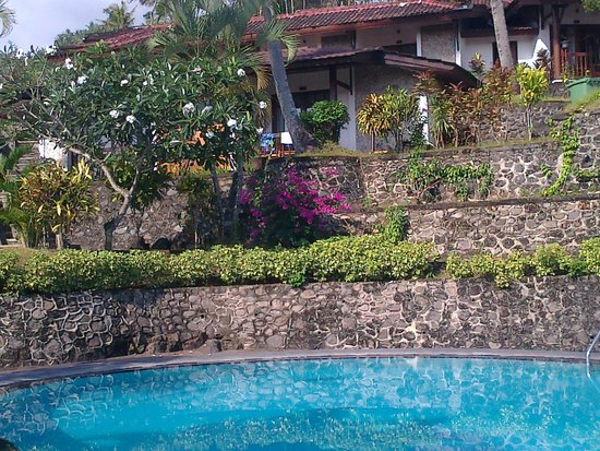 Bukit Senggigi Hotel : The Hillside Gardens above The Pool