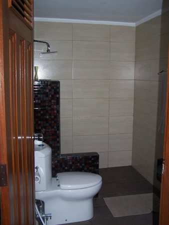 Bukit Senggigi Hotel : New Walk-in Shower