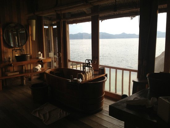 Six Senses Ninh Van Bay : Water Pool Villa - Bathroom over looking private pool and bay