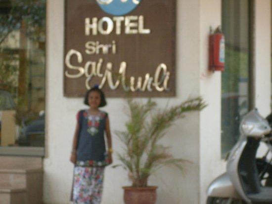 Hotel Shri Sai Murli: Enterance to Hotel