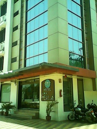 Hotel Shri Sai Murli: Outside view of Hotel