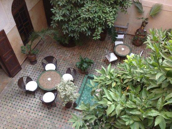 Riad Massiba: Vista da balconata di fronte alla stanza