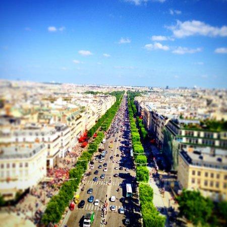 Arc de Triomphe: Champs Elysées