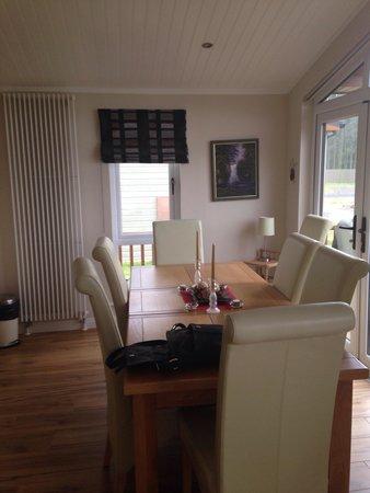 Jaybelle Grange Lodges: Dining area
