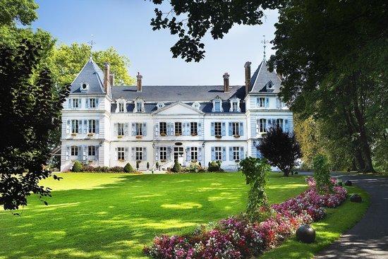 Chateau de Divonne: coté entrée