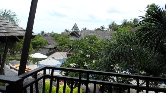 Bhundhari Spa Resort & Villas Samui: Topside pool bar from room