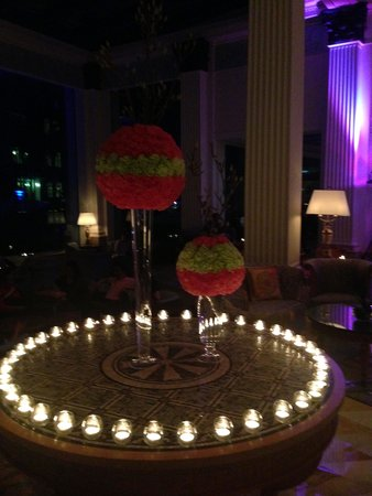 Palazzo Versace : Night time foyer entertainment & decorations