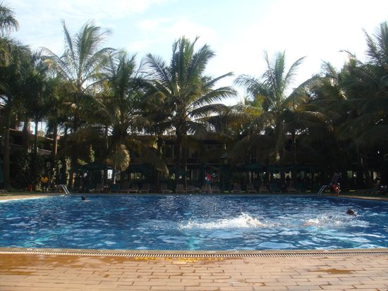 Kabira Country Club : The swimming pool area.