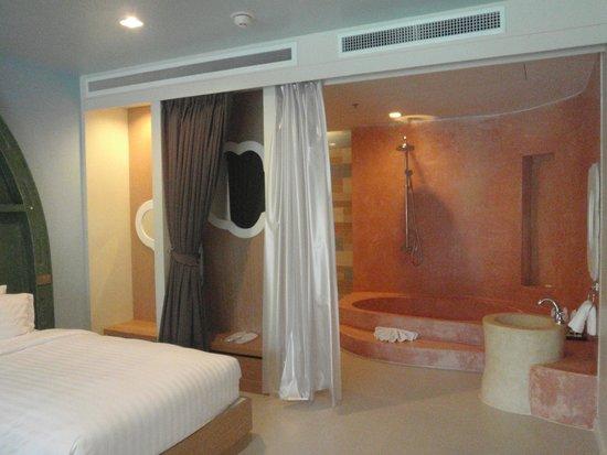 Holiday Inn Resort Krabi Ao Nang Beach : Shower inside the kids room