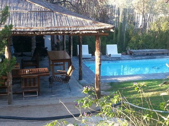 Karoo Soul Travel Lodge & Cottages: pool and braai place