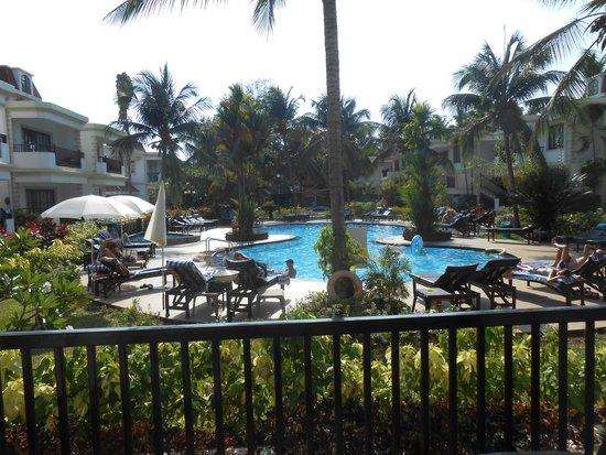 Sonesta Inns Resort: Pool side