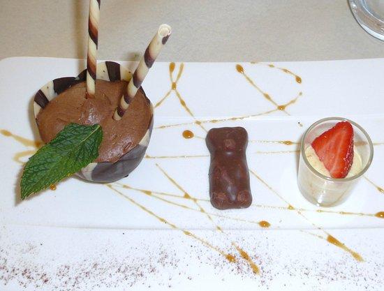 Aux Tours De La Perot (Maître Restaurateur) : mousse au chocolat en sphère tartare ananas basilic