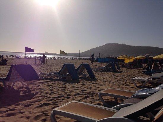 Studiotel afoud: Still on beach at 6.30pm  - stunning