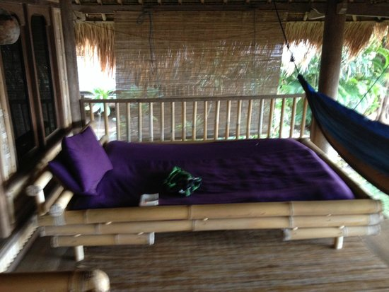 Good Karma Bungalows: On the balcony, another bed for every moment naps