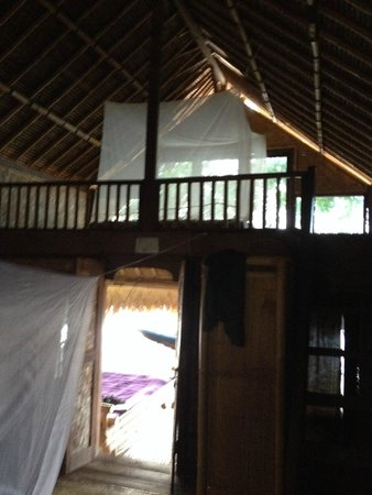 Good Karma Bungalows : view to the second floor and second bed