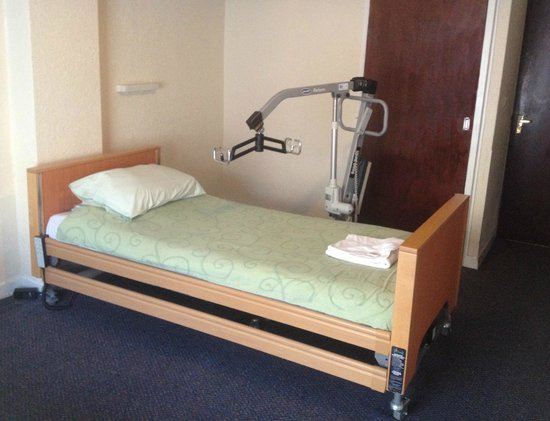 Bond Hotel: Fully Accessible Bedroom