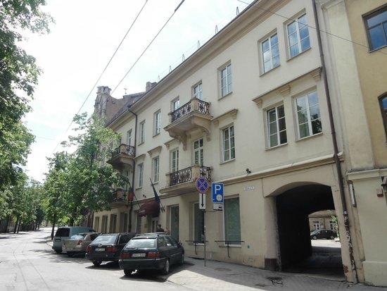 Ivolita Vilnius Hotel: вход в отель