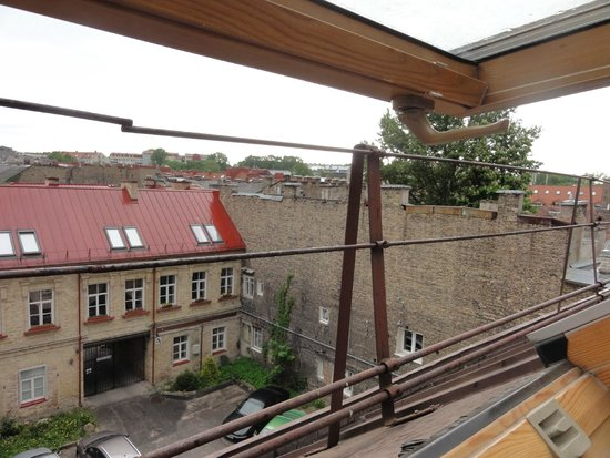 Ivolita Vilnius Hotel: вид из номера через мансардное окно