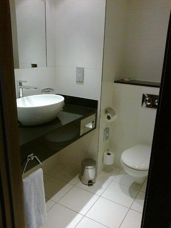 Ramada Plaza Southport : bathroom