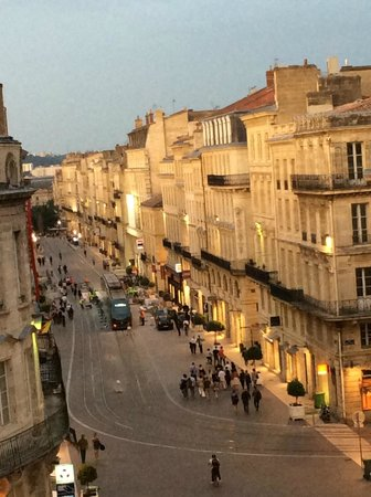 Cœur de City Hotel Bordeaux Clemenceau by HappyCulture : Summer night view from hotel room