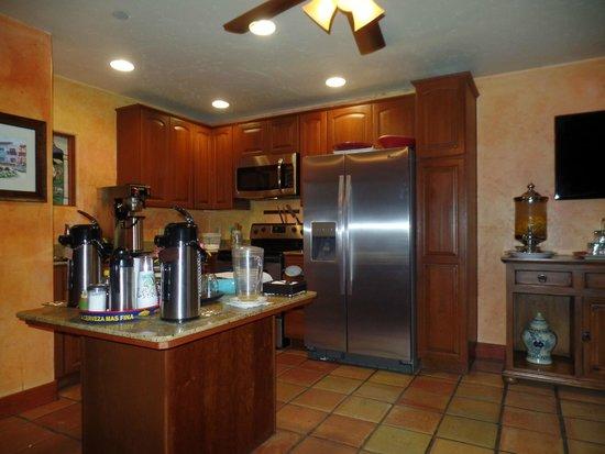 Avila La Fonda Hotel: kitchen