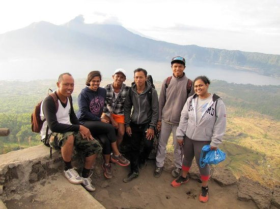 Tegal Sari: Making our way down with a group picture!