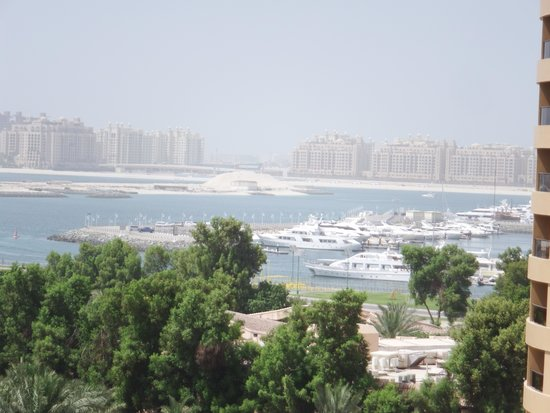 Dubai Marina Yacht Club: Le Royal Meridien balcony view of Dubai Marina