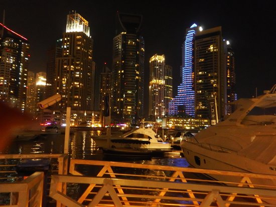 Dubai Marina Yacht Club: Dubai Marina night time