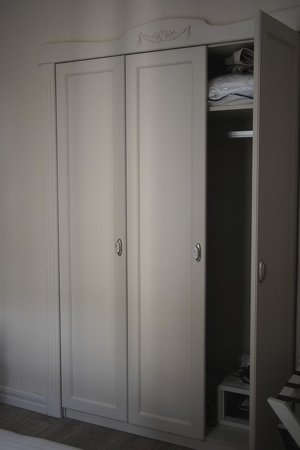 Louis Appartements Galata: wardrobes