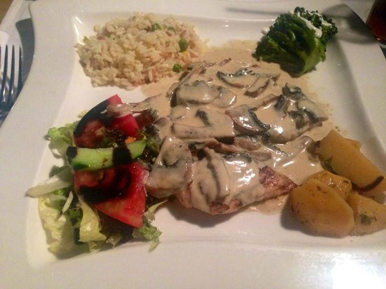 Stefany's Restaurant : chicken a la creme with mushrooms