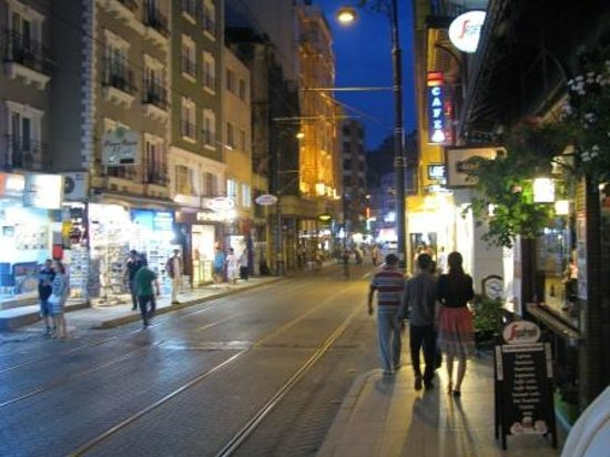 Hudavendigar Street, la strada in cui si trova l'Hotel Ilkay