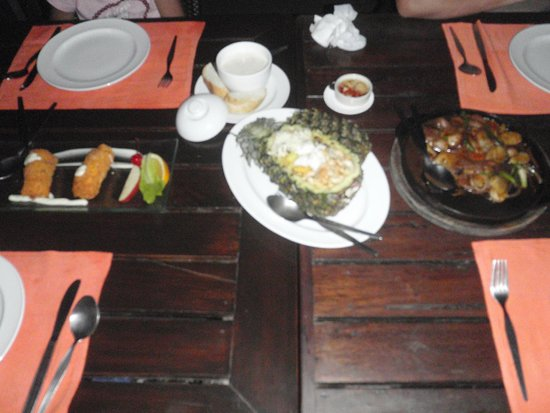 Lae Lay Grill: Pineapple Rice etc