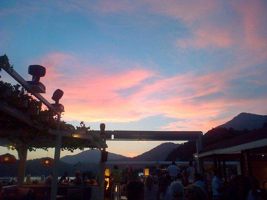 Buzz Bar: The start of sunset