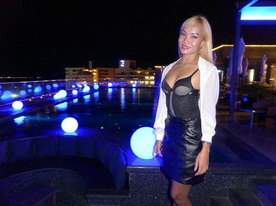 Ruffino Restaurant & Lounge: Rooftop Pool…..earlier in the evening beautiful Seaviews