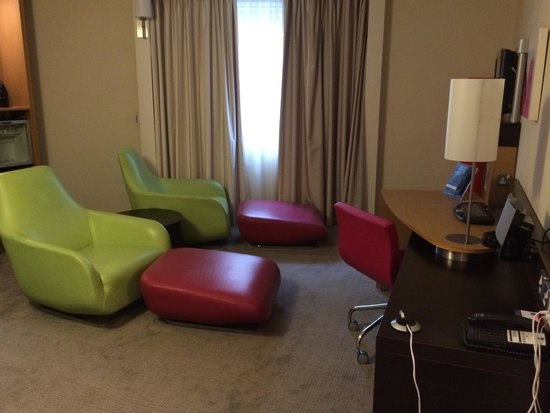 Novotel Manchester Centre: Seperate sitting area