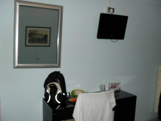 Nautilus Hotel : Decent TV in room
